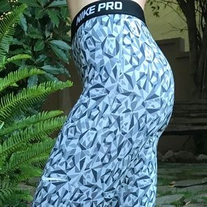 Nike Pro Women's Geometric-Pattern Leggings